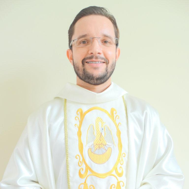 Pe. Douglas Rodrigues Xavier